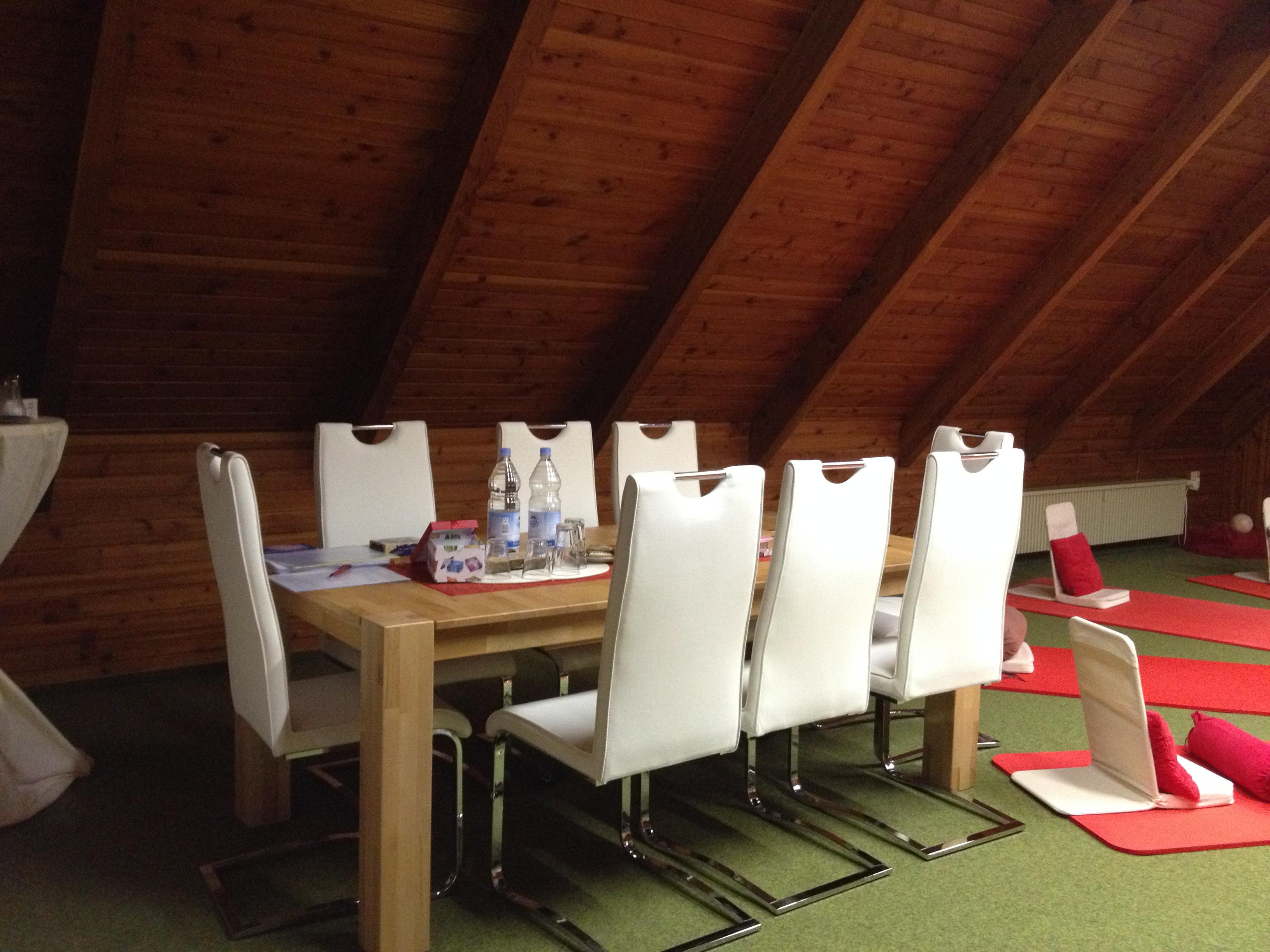 Hier finden die Seminare gemütlich am Tisch statt -